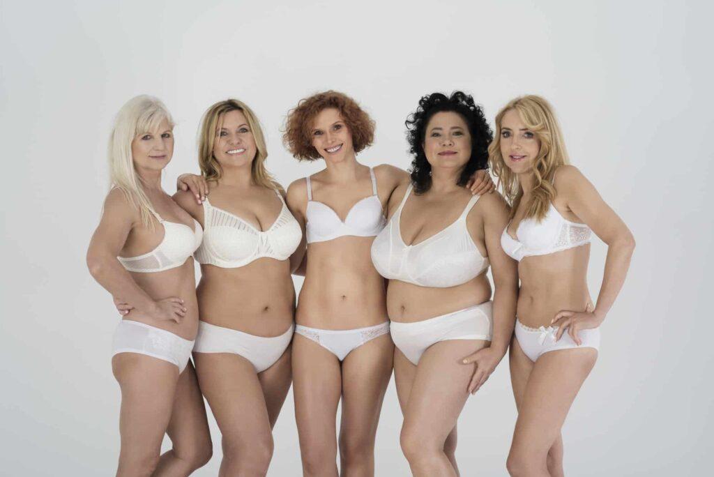 groupe de femmes en sous vêtements aux corps variés et naturels