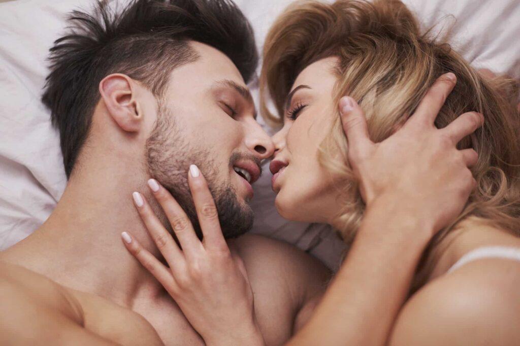 couple fait monter l'envie pour réussir le cunnilingus parfait